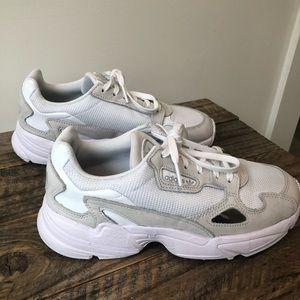 Adidas Falcon Sneakers 7 (7.5)